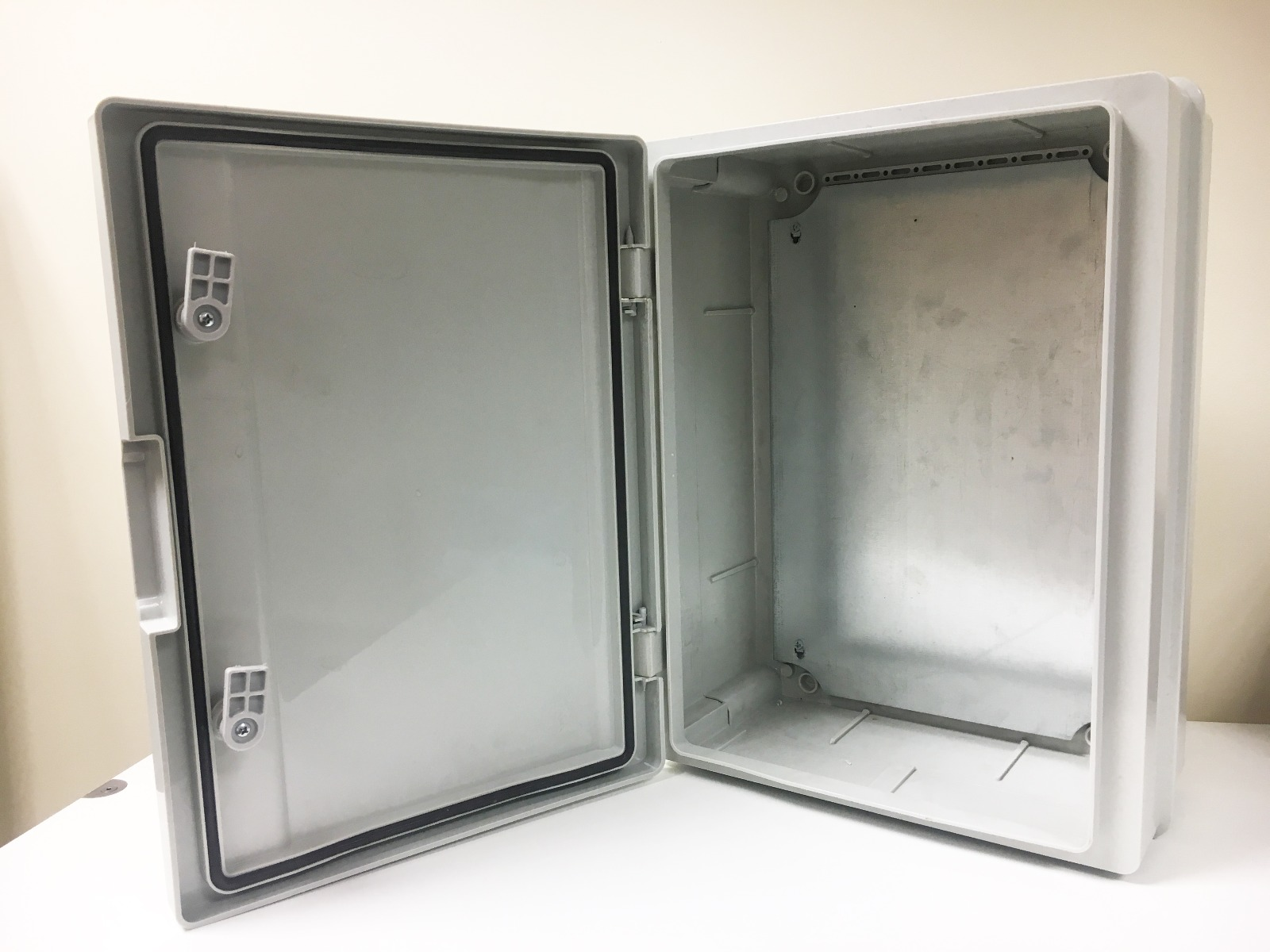 TEM Electronic Industrial Enclosure 400mmx300mmx170mm IP65 Including backplate